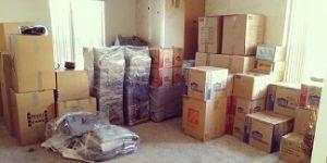 Packning med flyttfirma för en skadefri flytt